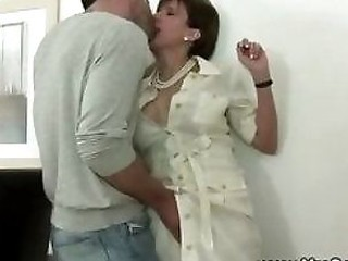 From cuckoldfuckclips.com